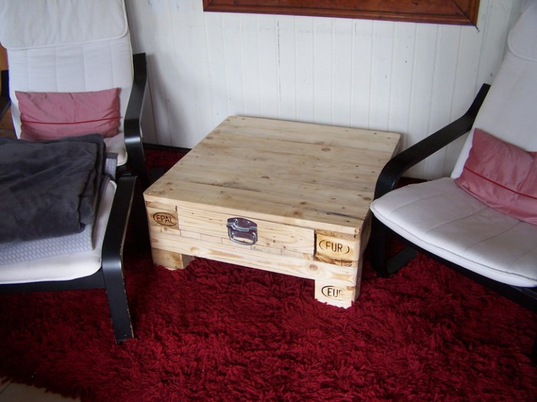 couchtisch 15 aus einer gebrauchten europalette europaletten kaufen marktplatz. Black Bedroom Furniture Sets. Home Design Ideas