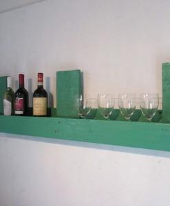 Grünes Weinregal aus Europaletten, Wandregal aus Palettenholz
