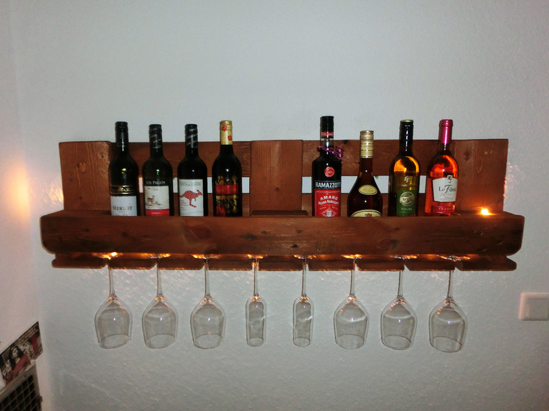 Weinregal aus Paletten, MAHAGONI-farben - mit LED\'s - Europaletten ...