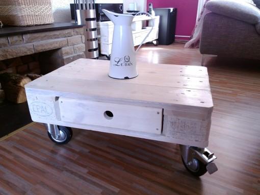 Palettentisch, Tisch aus Paletten, Couchtisch, weiß, mit Transportrollen, Wohnzimmertisch