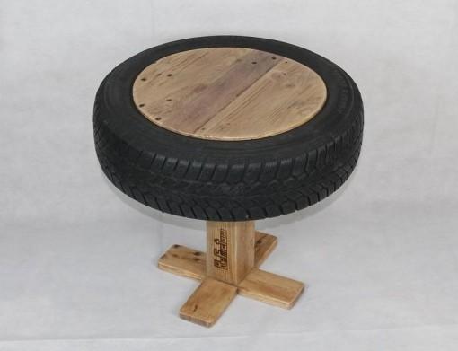Couchtisch aus Palettenholz und Autoreifen, braun, Wohnzimmertisch