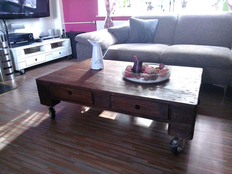 Palettentisch, Tisch aus Paletten, Couchtisch, dunkelbraun, mit ...
